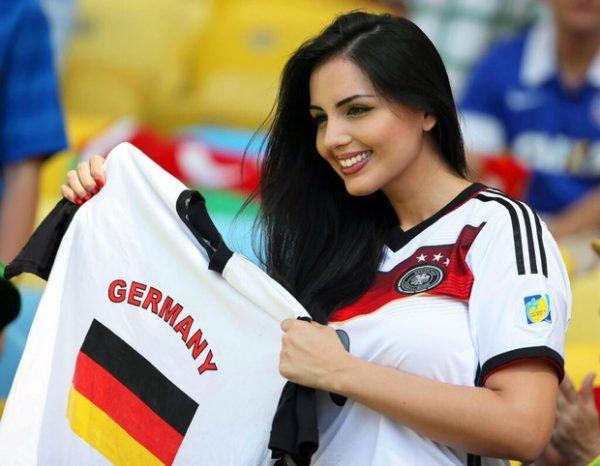 Nữ cổ động viên Đức