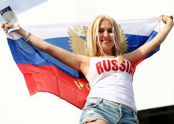 Nữ cổ động viên Nga