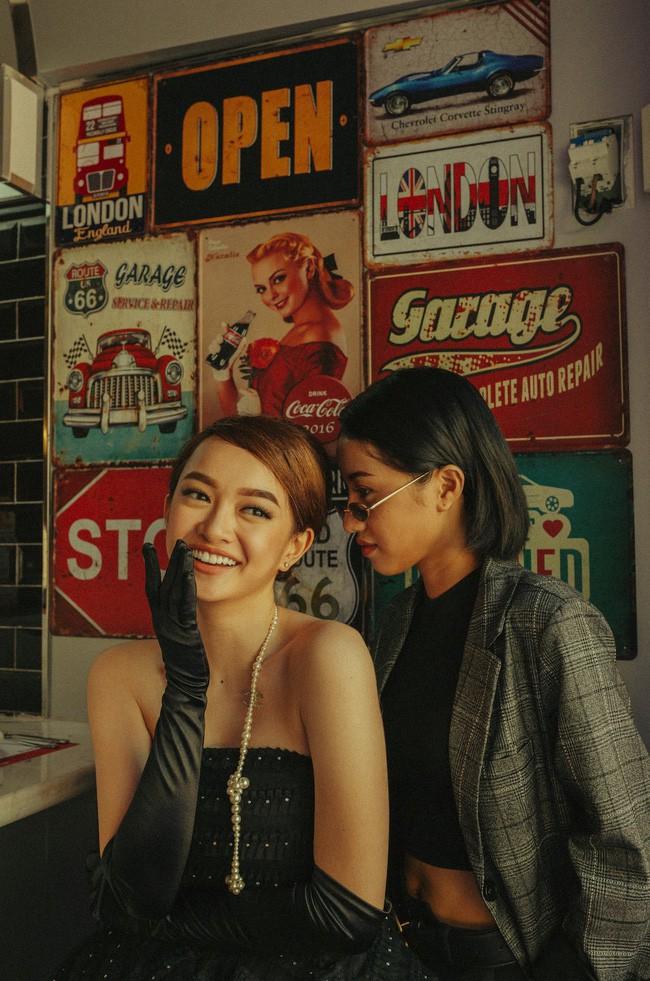 Kaity Nguyễn cùng bạn diễn Trịnh Thảo trong lễ hội Halloween