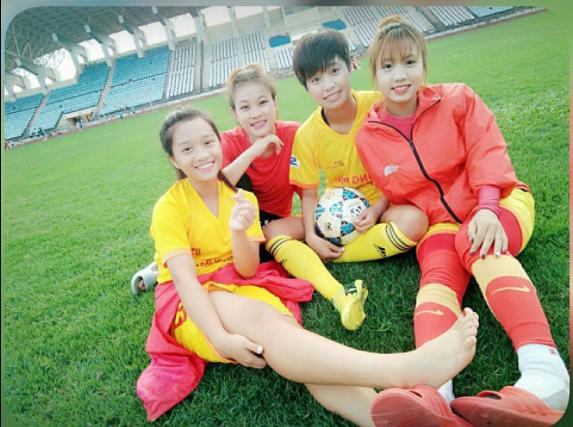 Trần Thị Duyên cùng đồng đội