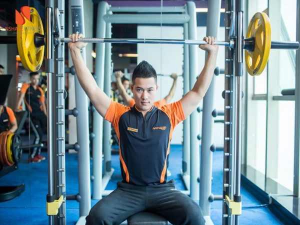 Tập thể dục bằng cách nâng tạ tốt cho phát triển toàn thân