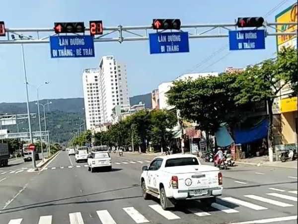 Đoàn ô tô vượt đèn đỏ của Tập đoàn Trung Nguyên bị phạt 1,6 triệu đồng mỗi xe