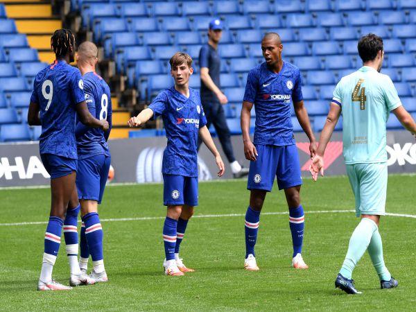 Thần đồng lập cú đúp, Chelsea hủy diệt đối thủ