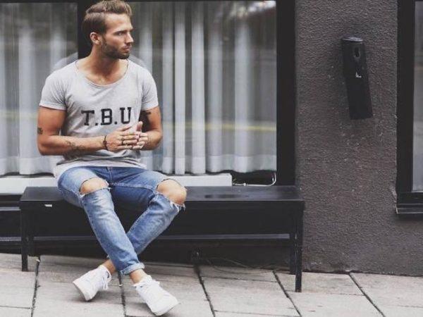 Cách phối áo thun với quần jean nam đầy cá tính