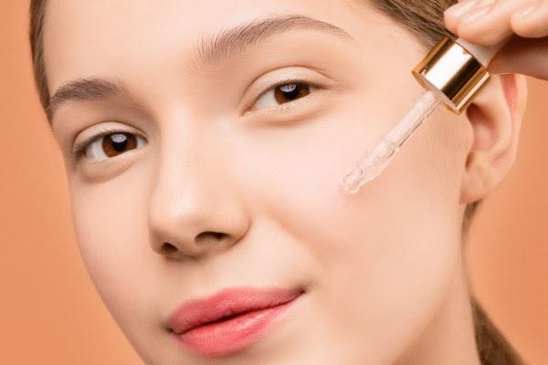 Dùng mỹ phẩm đặc trị cho làn da như mong muốn